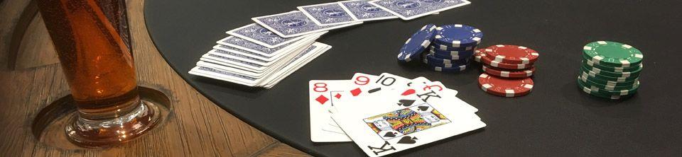 Jetons de poker, cartes, dés et tables de poker, jeux de ...