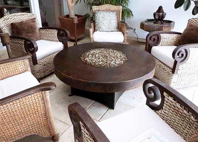 Foyer ext rieur cuivre martel table de feu ronde for Foyer exterieur au gaz