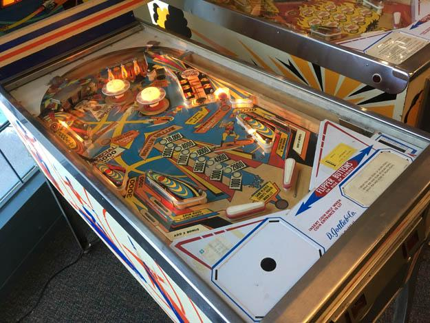 Machine à boules Gottlieb Super Spin pinball antique de 1977