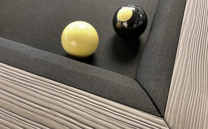Table de bumper pool Majestic avec base noire et bandes grise