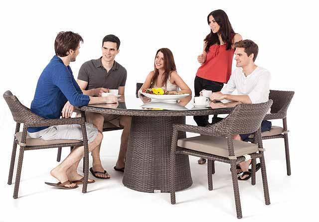 Table d ner de patio ronde delia - Diametre table ronde 4 personnes ...
